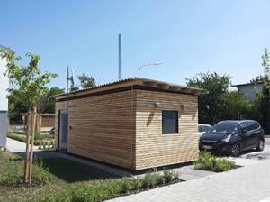Container en béton simple bardé de bois